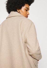 NA-KD - MAXI COAT - Classic coat - light beige - 4