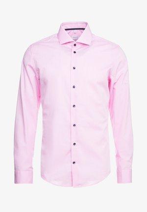 SLIM FIT SPREAD KENT - Kauluspaita - light pink