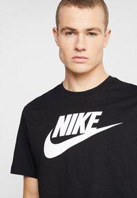 Nike Sportswear - TEE ICON FUTURA - Camiseta estampada - black/white - 4