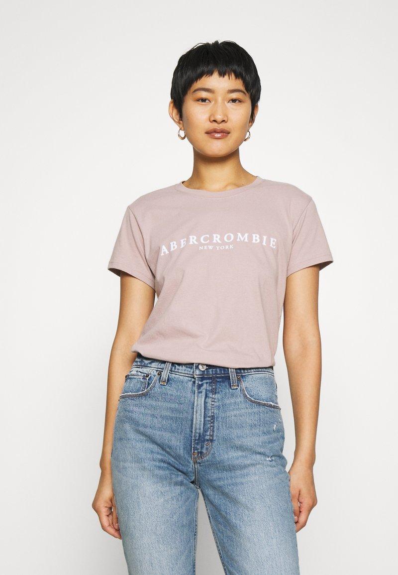 Abercrombie & Fitch - PARIS LOGO TEE  - T-shirt imprimé - pink