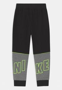 Nike Sportswear - LOGO GRAPHIC - Teplákové kalhoty - black - 1