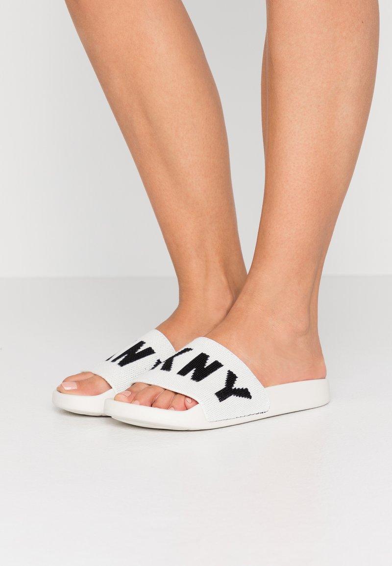 DKNY - ZAX SLIDE  - Mules - white/black