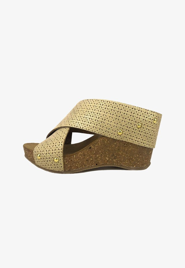 Wedge sandals - gold