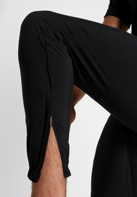 Nike Performance - ESSENTIAL PANT - Pantalon de survêtement - black/reflective silver - 4