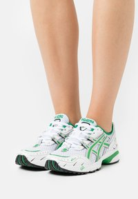 ASICS SportStyle - GEL 1090 - Trainers - white/green - 0