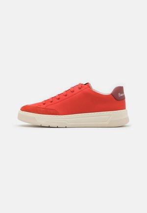 Boss x Russell Athletic - Sneakersy niskie - bright orange