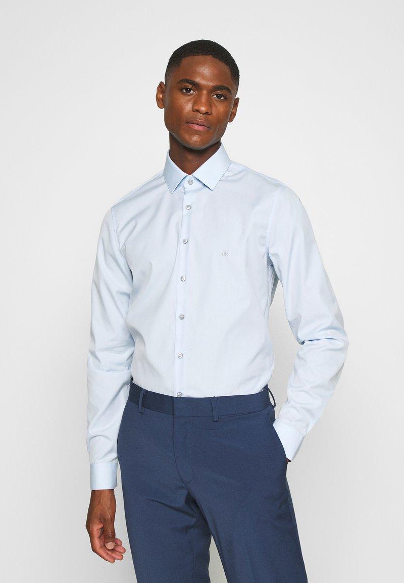 Calvin Klein Tailored - CONTRAST FLOWER PRINT SLIM - Formal shirt - blue