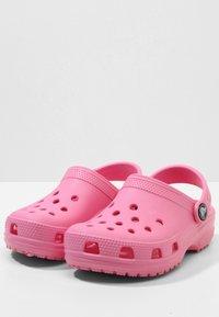Crocs - CLASSIC - Pool slides - pink lemonade - 2