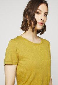 J.CREW - VINTAGE CREWNECK TEE - Basic T-shirt - bronzed olive - 5
