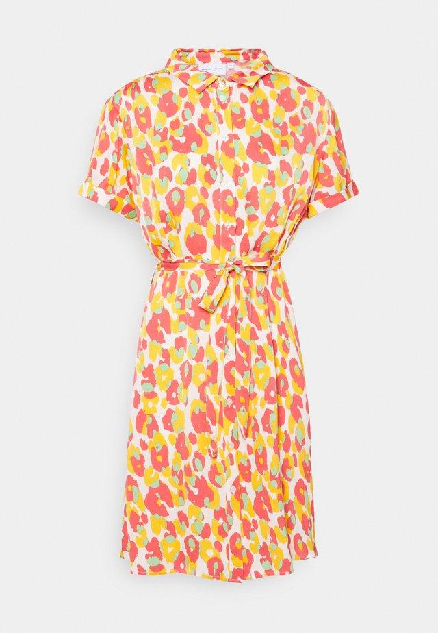 BOYFRIEND COCO DRESS - Skjortklänning - pink