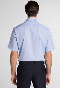 Eterna - REGULAR FIT - Shirt - light blue/white - 1
