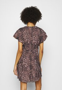 Guess - AYAR DRESS - Day dress - iconic brown - 2