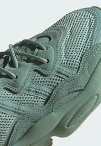 adidas Originals - OZWEEGO - Trainers - green - 6