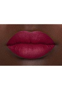 Nyx Professional Makeup - SUEDE MATTE LIPSTICK - Lipstick - 9 spicy - 4