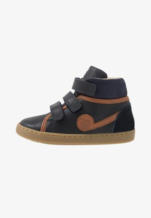 PLAY SCRATCH - Baskets montantes - navy/camel