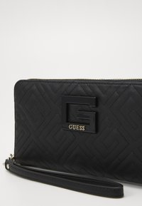 Guess - JANAY LARGE ZIP AROUND - Lommebok - black - 2