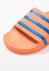 adidas Originals - ADILETTE - Pantofle - glow blue - 2