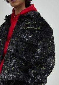 PULL&BEAR - Fleece jacket - black - 4