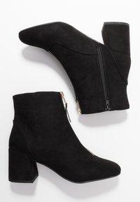 Miss Selfridge Wide Fit - WIDE FIT BELLE ZIP FRONT BLOCK HEEL - Ankle boots - black - 3