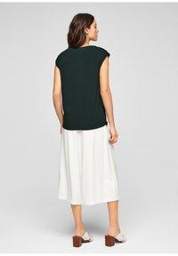 s.Oliver BLACK LABEL - Print T-shirt - leaf green - 2
