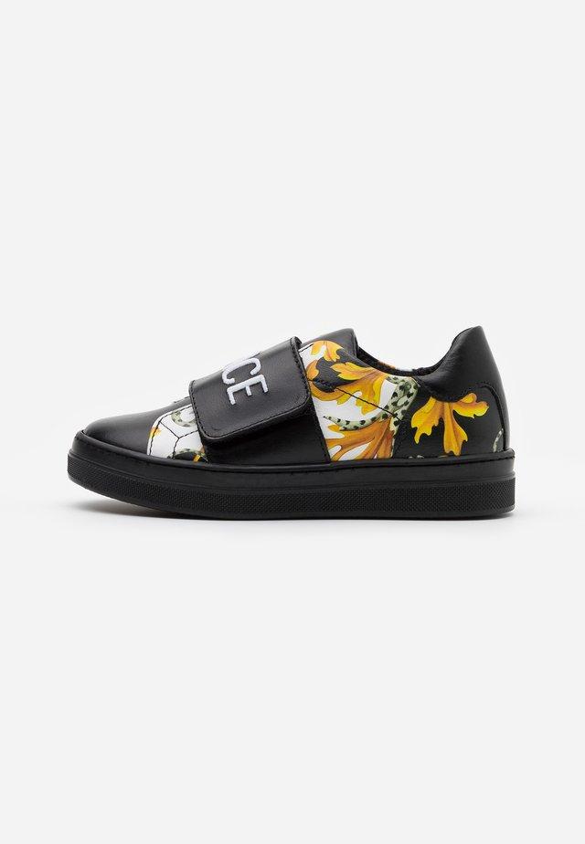 FASCIA RICAMO  - Sneakers laag - black/gold/white