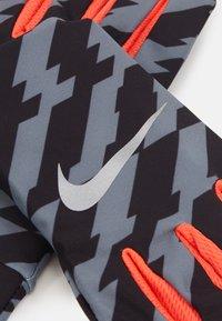 Nike Performance - LIGHTWEIGHT TECH GLOVES - Hansker - black/bright crimson/silver - 3