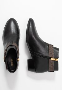 MICHAEL Michael Kors - HARLAND - Ankle boots - black/brown - 3
