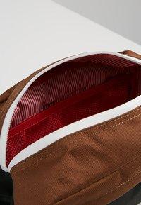 Herschel - CHAPTER - Wash bag - black/saddle brown - 5