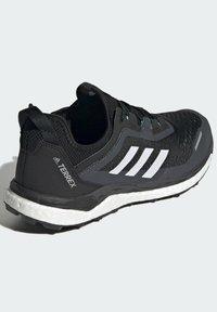 adidas Performance - TERREX AGRAVIC FLOW SCHUH - Nøytrale løpesko - black - 2