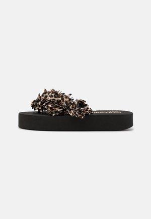 FLOWER TRIM - Sandály s odděleným palcem - black