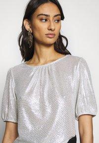 Dorothy Perkins - PUFF SLEEVE TEE - Print T-shirt - silver - 3