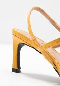 NA-KD - POINTY SOLE TOE STRAP  - Sandales - yellow - 2