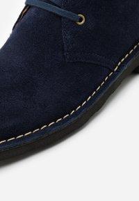 Polo Ralph Lauren - TALAN CHUKKA BOOTS CASUAL - Casual lace-ups - navy - 3