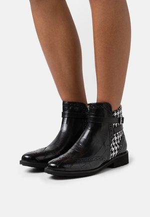 SELINA  - Kotníkové boty - black/white/tan