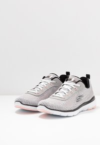 Skechers Sport - FLEX APPEAL 3.0 - Zapatillas - white black/light pink - 4