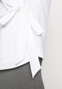 esmé studios - STRAP WRAP AROUND - Bluser - white
