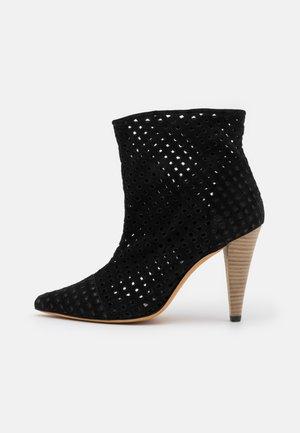 HIRSON - Kotníková obuv na vysokém podpatku - black