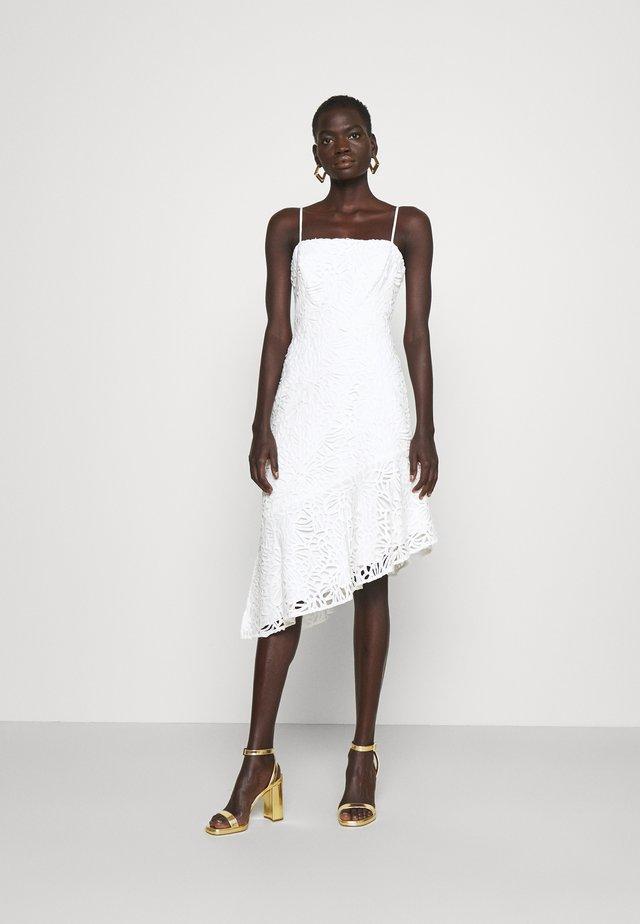 DIARA EMBROIDERED DRESS - Cocktailklänning - white