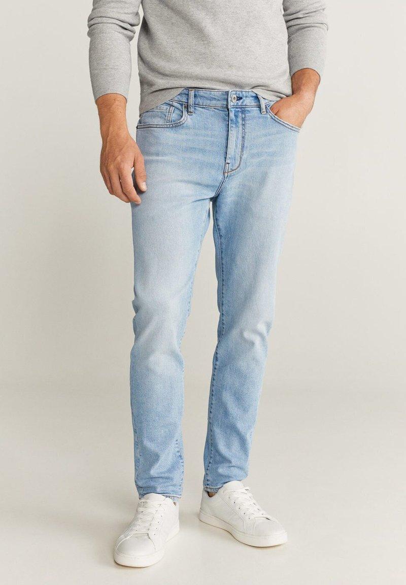 Mango - TOM TAPERED FIT - Jeans slim fit - hellblau