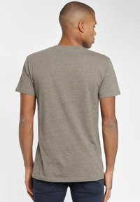 Lee - ULTIMATE POCKET TEE - T-shirt basic - utility green - 2