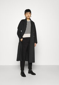 Selected Femme - SLFNORA CROPPED PANT  - Trousers - black - 1