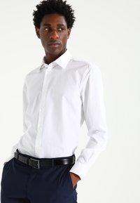 Esprit Collection - SLIM FIT - Chemise classique - white - 0