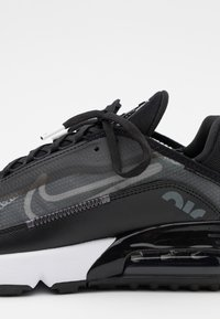 Nike Sportswear - AIR MAX 2090 - Sneaker low - black/white/wolf grey/anthracite - 5