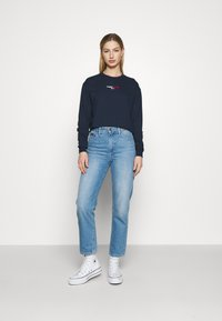 Tommy Jeans - BADGE LONGSLEEVE - T-shirt à manches longues - twilight navy - 1