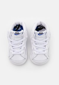 Nike Sportswear - BLAZER MID '77 SE  - Sneaker high - white/black/hyper royal - 3