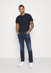 Tommy Jeans - SCANTON SLIM - Slim fit -farkut - dynamic chester blue - 1