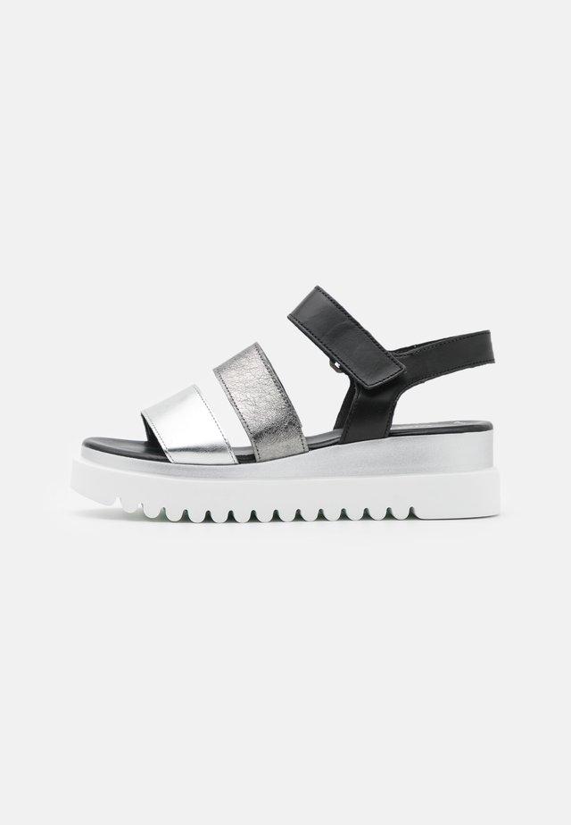 Sandales à plateforme - silber/stone/schwarz