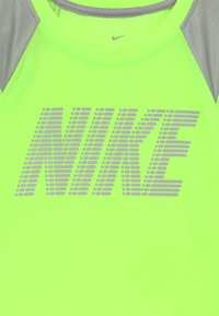 Nike Sportswear - DOMINATE BLOCK - Print T-shirt - ghost green - 3