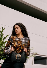 Versace Jeans Couture - BUCKLE SHOULDER BAG - Handbag - nero - 2