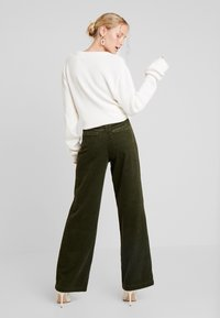 Marc O'Polo - PANTS BARA WIDE LEG HIGH RISE FLAP POCKETS - Trousers - farmland green - 3